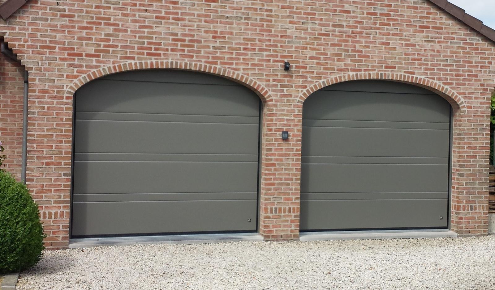 Porte de garage sectionnelle comines lille tournai mouscron nord pas de calais et hainaut - Portes de garage sectionnelles motorisees ...